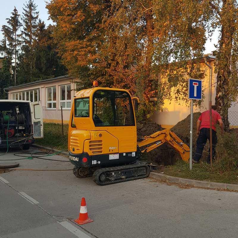 Oprava potrubia kanalizácie